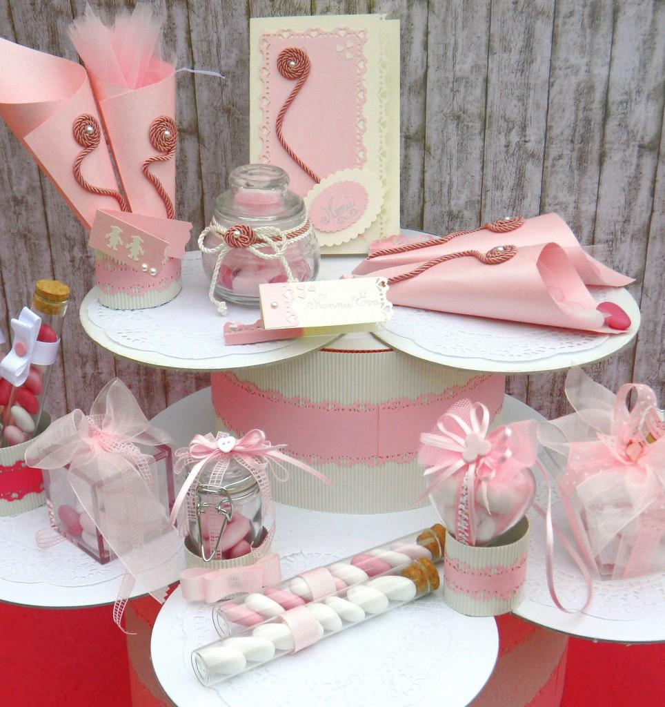 panoramica di bomboniere e portaconfetti in rosa