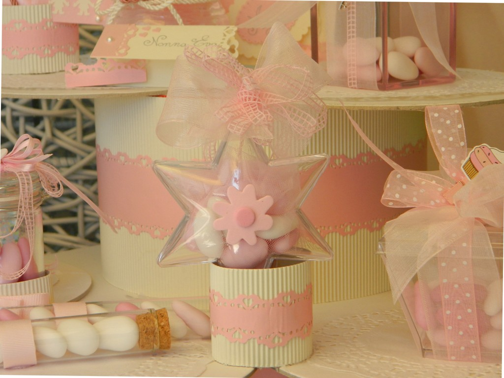 qualche specifica: stella in acrilico e confetti sfumati in varie tonalita' di rosa