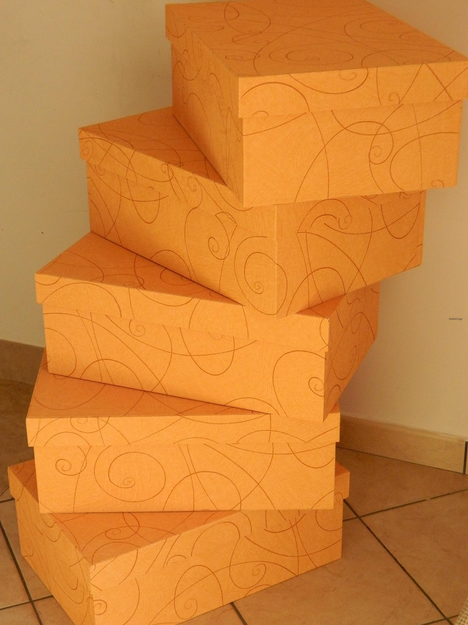 scatole guardaroba: scatole con coperchio su misura....qualche altra ...