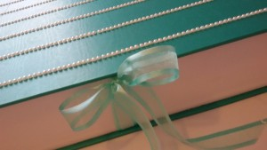 fiocco in organza e raso per la scatola gioiello personalizzata per Alessia