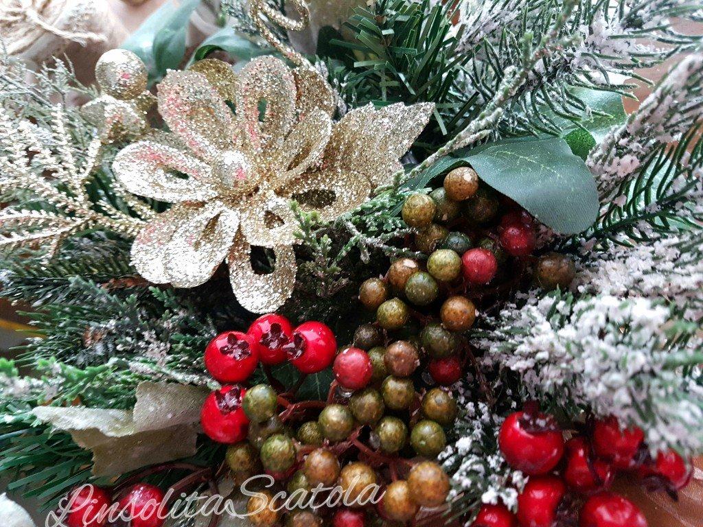 bacche e verde natalizio